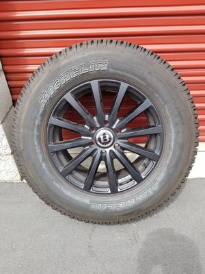 4 Tires Michelin. LT275/65R18 for Sale in Los Angeles, CA