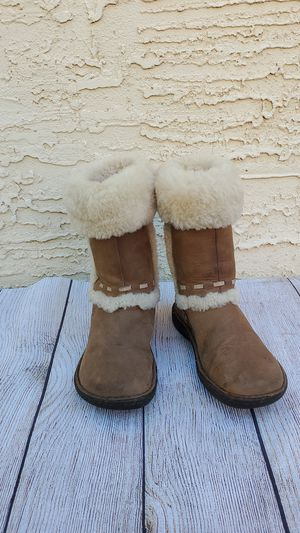 Uggs Boots Girls Size 2 for Sale in Mesa, AZ