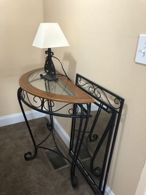 Console table with mirror and lamp for Sale in Nashville, TN
