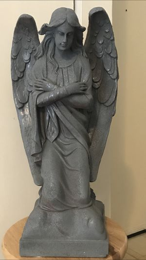 "22"" tall resin angle statue pick up in Gaithersburg md 20877 for Sale in Gaithersburg, MD"