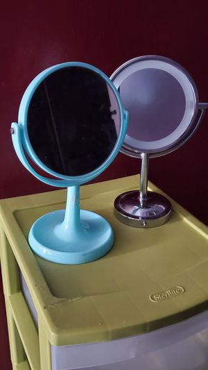 Makeup mirror..$15 for both for Sale in Bolingbrook, IL