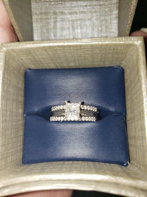 1ct stone princess cut engagement ring w/ 2 wedding bands for Sale in Los Angeles, CA
