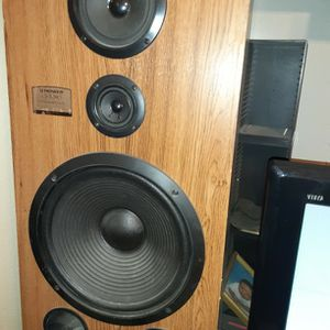 Giant Vintage Speakers for Sale in North Las Vegas, NV