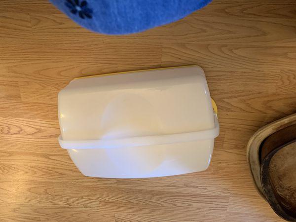 Tupperware cupcake/cake carrier