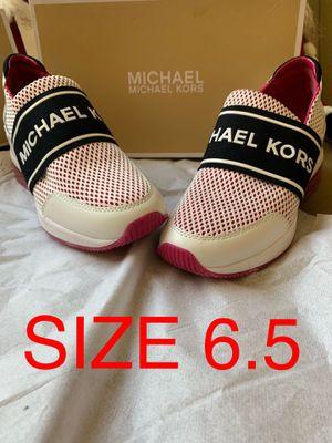 MICHAEL KORS SIZE 6.5 $75 Dlls NUEVO ORIGINAL 🎁🎁❤️ for Sale in Fontana, CA