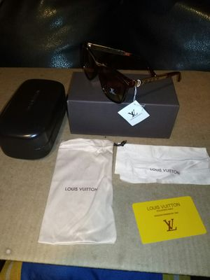 Brown designer shades.. box and case included for Sale in Concord, CA