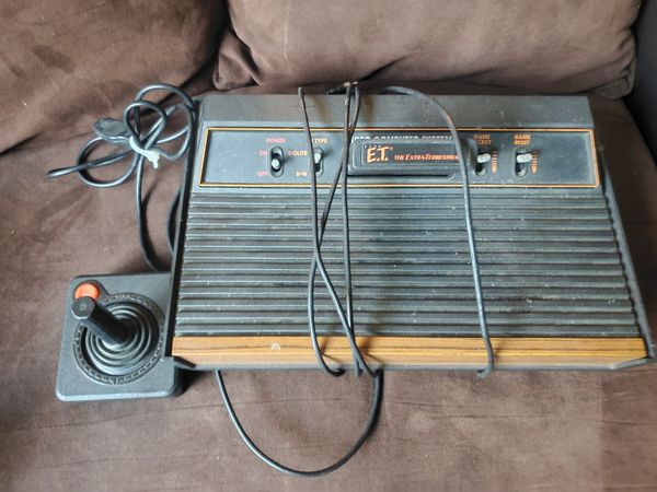 Atari 2600 with controller and 1 game and adapter