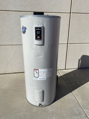 Electric 80 gallon water heater for Sale in Perris, CA