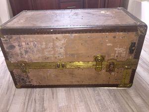 Wardrobe stem trunk for Sale in North Las Vegas, NV