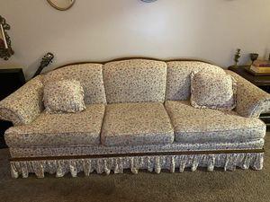 Victorian flower couch for Sale in Montebello, CA