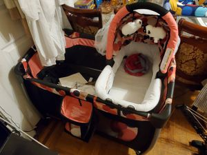 BABY TREND RESORT ELITE NURSERY CENTER for Sale in The Bronx, NY