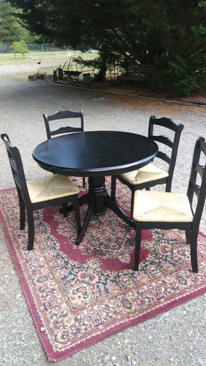 Round dining table for Sale in Spanaway, WA
