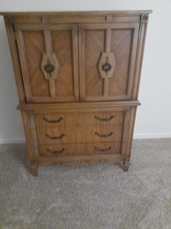 American of Martinsville gentlemans chest. Antique. Make offer for Sale in Streetsboro,  OH