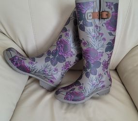 """CHOOKA rain Boots 15"""" Tall, Sz 7 In Gray And Purple Floral Design. for Sale in Portland,  OR"""