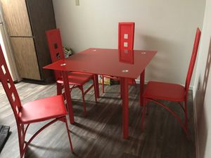 Dining room table with 4 chairs for Sale in Mesa, AZ