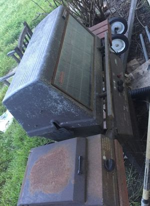 Free BBQ Grill needs cleaning and paint for Sale in Stockton, CA