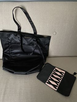 New Victoria's Secret tote and makeup bag for Sale in Fairfield,  OH