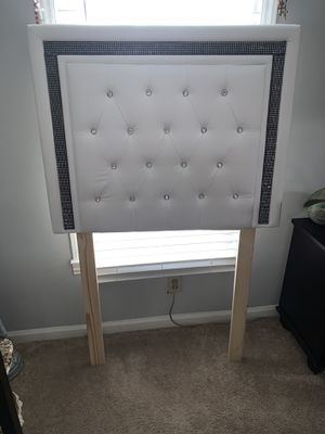 Twin bed headboard for Sale in Raleigh, NC