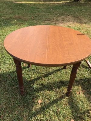 Round wooden kitchen/dining room table for Sale in White House, TN