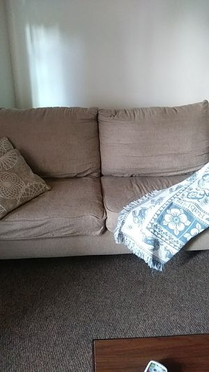 2 piece couch set for Sale in Middlefield, OH