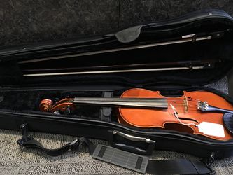 Violin W/Case & Two Bows (Stradivarius Hardwood) for Sale in Gresham,  OR