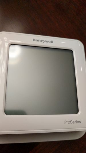 Honeywell thermostat TH6220 for Sale in Chicago, IL