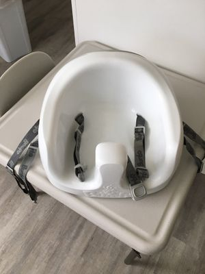 Booster seat with no cushion for Sale in Imperial Beach, CA