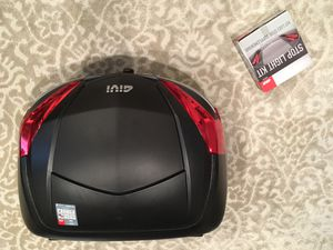 GIVI Maxia 4 Motorcycle top case w/ light kit for Sale in Millbrae, CA