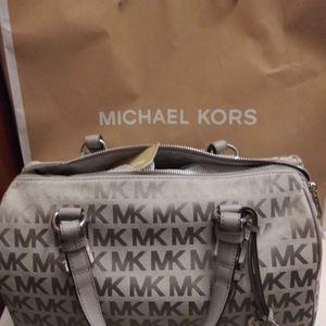 Michael Kors Light Gray Bag New Beautiful ❤️ for Sale in Las Vegas, NV