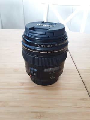 Canon lenses 85mm f/1.8 usm for Sale in Miami Beach, FL