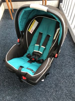 Graco Snugride Click Connect 35 Infant Car Seat & Stroller/Carrier for Sale in Brookline, MA
