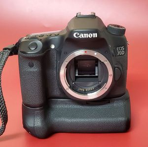 Canon EOS 70D Digital SLR Camera with Battery Grip for Sale in San Diego, CA