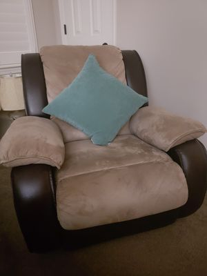 Reclining sofa for Sale in Tulare, CA