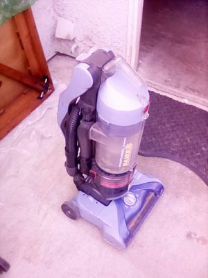 Hoover PAWS WindTunnel Bagless Vacuum for Sale in Lake Elsinore, CA