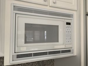 General Electric GE White Turn Table microwave kitchen appliance for Sale in Las Vegas, NV