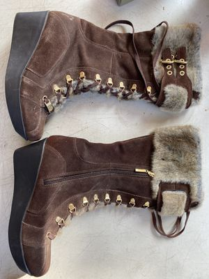 Free Winter boots size 9 but a size 8 can fit for Sale in Los Angeles, CA