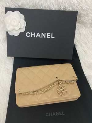 Chain Wallet from CHANEL for Sale in North Miami Beach, FL