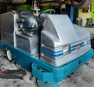 TENNANT 7200 36 INCH RIDER FLOOR SCRUBBER for Sale in Los Angeles, CA