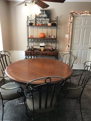 Kitchen table and bakers rack for Sale in Houston, TX