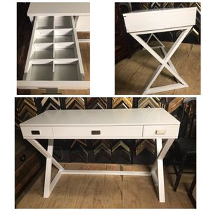 White desk for Sale in Dallas, TX