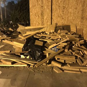 Wood For Small Project / Scrap Or For Bonfire . Madera for Sale in Paramount, CA
