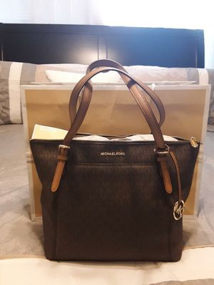 New Authentic Michael Kors Large Tote Bag ❤🎁❤ for Sale in Bellflower, CA