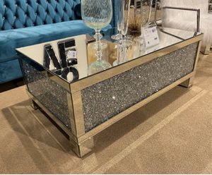 """LUXURY MIRRORED CRYSTAL COFFEE TABLE WITH CRYSTAL INSERTS 47""""W for Sale in Boca Raton, FL"""