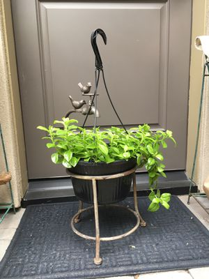 """Garden wrought iron metal with birds/ faucet planter pot stand 21"""" tall x9"""" diameter for Sale in Houston, TX"""