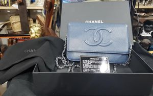 Auth Cha nel wallet on chain caviar for Sale in Glendale, CA
