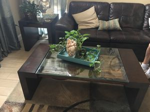 Wood and glass coffee table for Sale in Palm Beach Gardens, FL