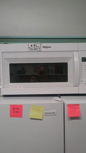 Brand new Whirlpool microwave oven with lite scratches and dents for Sale in Linthicum Heights, MD