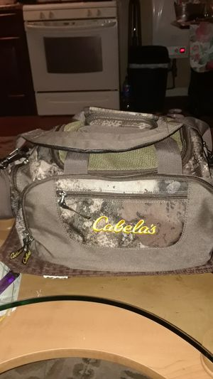 NEW CABELAS CARRY BAG MANY POCKETS NEW CONDITION SALE PRICE FIRM for Sale in Johnston, RI