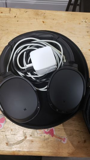 Skullcandy wireless headphones- noise canceling for Sale in undefined