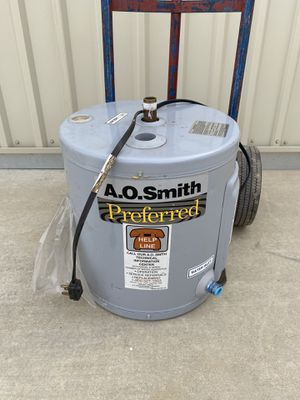 Electric 6 gallon water heater 110 V for Sale in Perris, CA